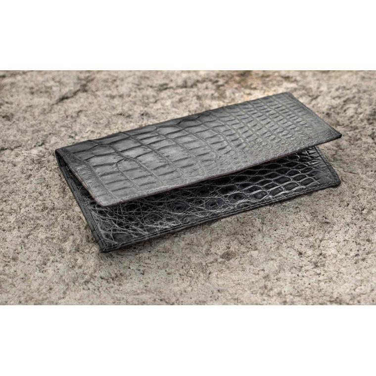 Серое портмоне из кожи крокодила